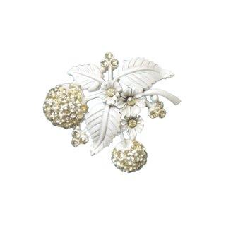 ホリークラフト・白い実のホワイトエナメルブローチ