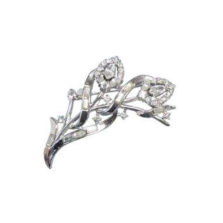 トリファリ・光輝くお花の銀色ブローチ(特許)