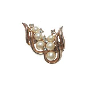 トリファリ・トリプルパールの上品なイヤリング