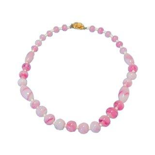 キャッスルクリフ・淡いピンクのマーブルガラスネックレス