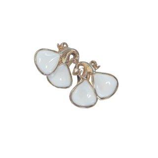 トリファリ・モダンなミルクガラスのイヤリング
