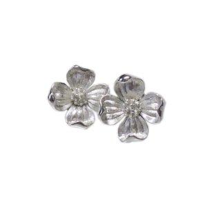 トリファリ・銀色ハナミズキの上品なイヤリング