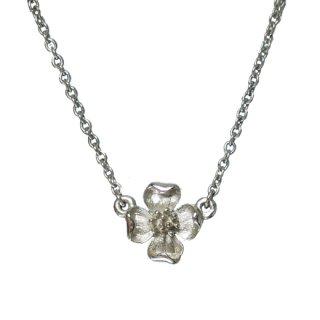 トリファリ・プティサイズの銀色ハナミズキネックレス