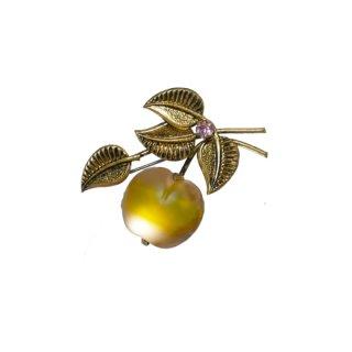 オーストリア・ガラス製チェリーと金色リーフのブローチ