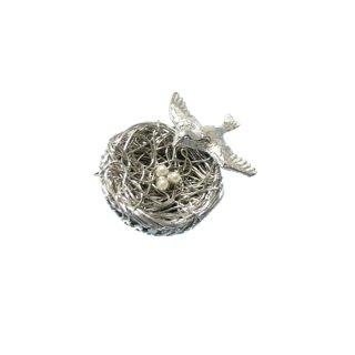 ジーン・銀色の巣にとまった小鳥と卵のブローチ