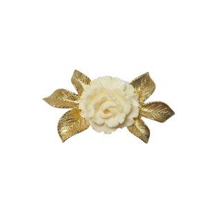 ウェルズ・アイボリー色の薔薇とリーフのブローチ