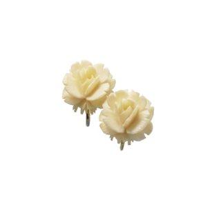 WRE・アイボリーカラーの小さな薔薇のイヤリング