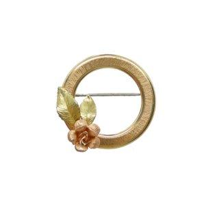 クレメンツ・金色のリングと一輪の薔薇のブローチ