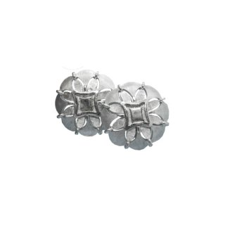 トリファリ・透かし模様が入った銀色のイヤリング