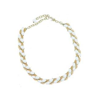 トリファリ・小さな金色のリーフと白いカボションのネックレス