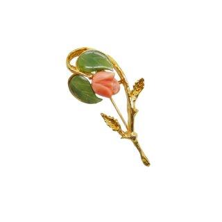 スワボダ・一輪の可憐な珊瑚の薔薇のブローチ