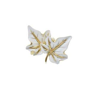 トリファリ・綺麗なホワイトリーフのイヤリング