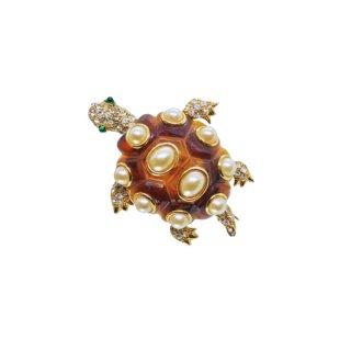 ケネスジェイレーン・ビジュースタイルのエレガントな亀のブローチ