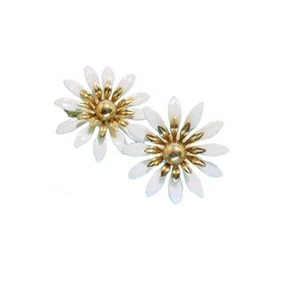サラコヴェントリー・レトロガーリーな白いお花のイヤリング