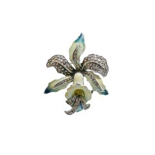 マーカサイトが煌くライトブルーのクラシカルな蘭のブローチ