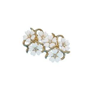 トリファリ・可憐な白いお花のイヤリング