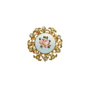コロ・可憐な薔薇とパールのチャーミングなブローチ