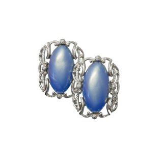 サラコヴェントリー・インパクトを放つ大きなブルーのイヤリング