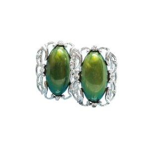 サラコヴェントリー・インパクトを放つ大きなオリーブ色のイヤリング