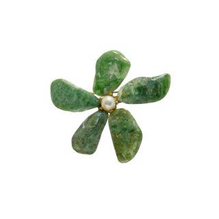 グリーンの天然石のフラワーブローチ