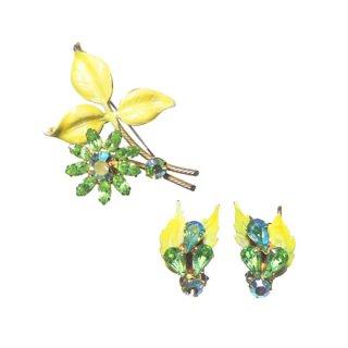 リージェンシー・グリーンラインストーンのお花とリーフのブローチセット