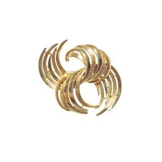コロ・美しい曲線を描く金色のブローチ