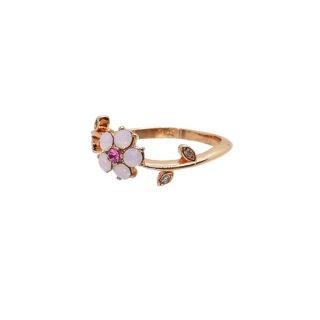 可憐なピンクの小さなお花のリング