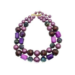 マーベラ・インパクトを放つ紫色の2連ネックレス