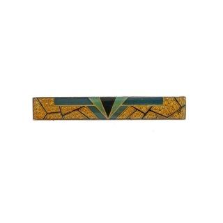 ゴールドとグリーンが映えるエナメル仕上げのバーのブローチ