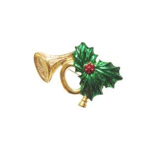 ゲリーズ・リーフとラッパのクリスマスブローチ