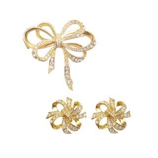 ケネスジェイレーン(Avon)・ラインストーンが輝く金色リボンのブローチセット