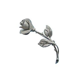 パステリ・一輪の清楚な銀色の薔薇の蕾のブローチ