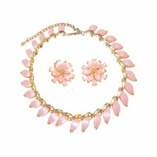 クレーマー・可憐なピンクの花びら風ネックレスセット