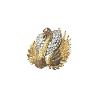 ハー・優雅な白鳥のブローチ