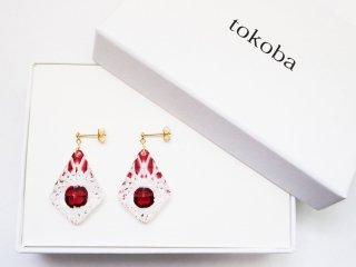 tokoba ピラミッド・ピアス 赤くもの巣(K18)