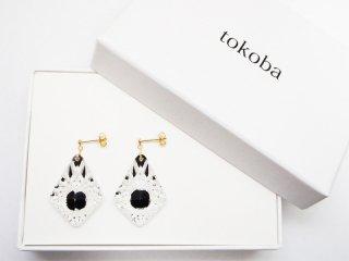 tokoba ピラミッド・ピアス 黒くもの巣(K18)