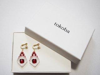 tokoba ピラミッド・イヤリング 赤くもの巣(K10)