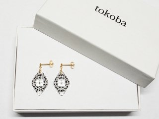 tokoba ピラミッド・ピアスmini 黒菊つなぎ(K18)