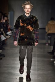 <img class='new_mark_img1' src='//img.shop-pro.jp/img/new/icons2.gif' style='border:none;display:inline;margin:0px;padding:0px;width:auto;' />sacai man<br>CAMOUFLAGE FUR PULLOVER<br>【2カラー】