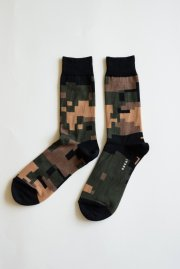 <img class='new_mark_img1' src='//img.shop-pro.jp/img/new/icons47.gif' style='border:none;display:inline;margin:0px;padding:0px;width:auto;' />sacai man<br>CAMOUFLAGE SOCKS<br>【2カラー】