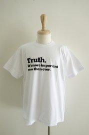 <img class='new_mark_img1' src='//img.shop-pro.jp/img/new/icons47.gif' style='border:none;display:inline;margin:0px;padding:0px;width:auto;' />sacai<br>Truth T-Shirts<br>【2カラー】