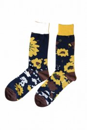 <img class='new_mark_img1' src='https://img.shop-pro.jp/img/new/icons47.gif' style='border:none;display:inline;margin:0px;padding:0px;width:auto;' />sacai<br>Floral Socks