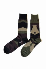 <img class='new_mark_img1' src='//img.shop-pro.jp/img/new/icons47.gif' style='border:none;display:inline;margin:0px;padding:0px;width:auto;' />sacai<br>Camouflage Socks<br>【2カラー】