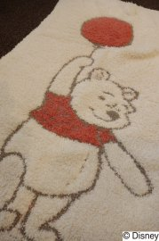 <img class='new_mark_img1' src='https://img.shop-pro.jp/img/new/icons53.gif' style='border:none;display:inline;margin:0px;padding:0px;width:auto;' />BAREFOOT DREAMS<br>DISNEY<br>WINNIE THE POOH / BLANKET