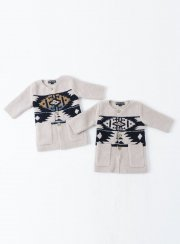 <img class='new_mark_img1' src='https://img.shop-pro.jp/img/new/icons2.gif' style='border:none;display:inline;margin:0px;padding:0px;width:auto;' />BAREFOOT DREAMS<br>INFANT SW MOTIF COAT
