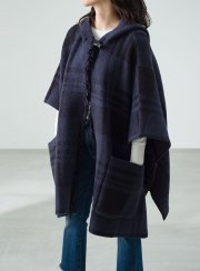 <img class='new_mark_img1' src='https://img.shop-pro.jp/img/new/icons2.gif' style='border:none;display:inline;margin:0px;padding:0px;width:auto;' />BAREFOOT DREAMS<br> HOODED PLAID PONCHO