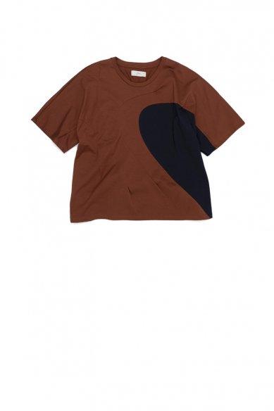 amachi.<br>Contour Line T-Shirt