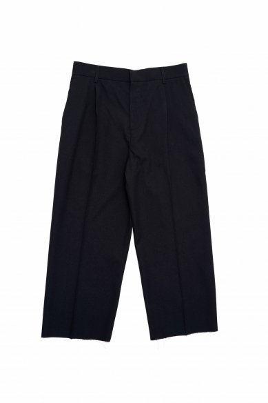 Cristaseya<br>Japanese crepe wool pleated cropped trousers