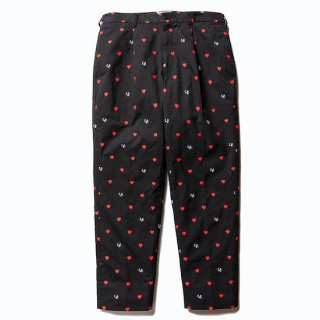 CALEE キャリー Allover embroidery heart pattern cropped pants<Black><img class='new_mark_img2' src='https://img.shop-pro.jp/img/new/icons14.gif' style='border:none;display:inline;margin:0px;padding:0px;width:auto;' />