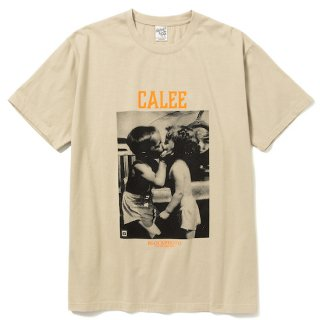 CALEE キャリー ×BPA Thread call t-shirt<Beige><img class='new_mark_img2' src='https://img.shop-pro.jp/img/new/icons14.gif' style='border:none;display:inline;margin:0px;padding:0px;width:auto;' />